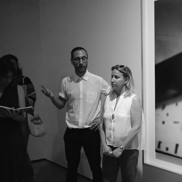 Die Kuratoren der Ausstellung Alona Pardo und Elias Redstone, Barbican Art Gallery London