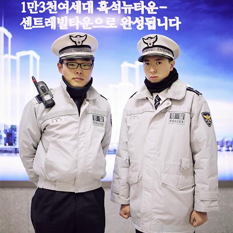 portraits_double_24_police_b_480px_72dpi