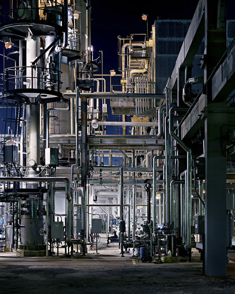 Oil Refineries #23, Oakville, Ontario, Canada, 1999 © Edward Burtynsky, courtesy Stefan Röpke, Köln + Nicholas Metivier, Toronto