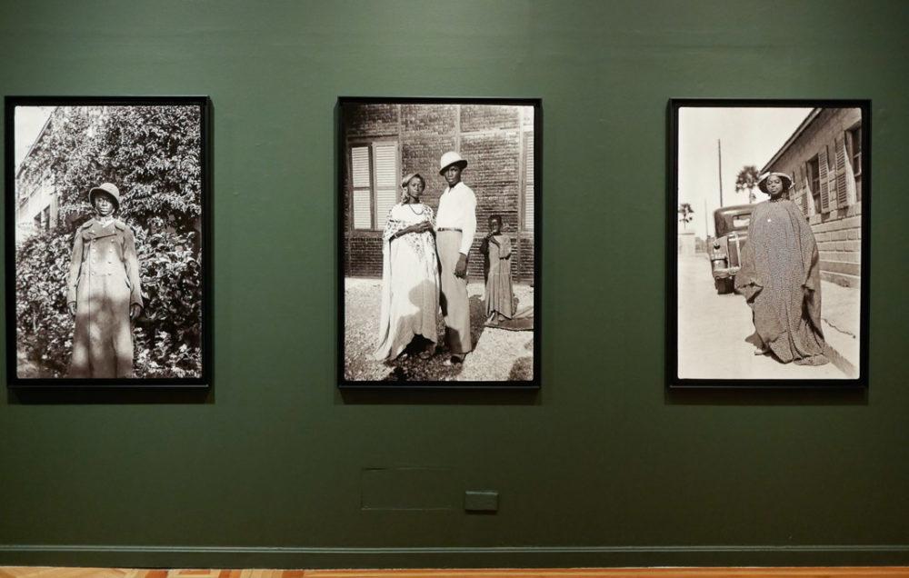Blick in die Ausstellung mit Schwarzweißfotografien