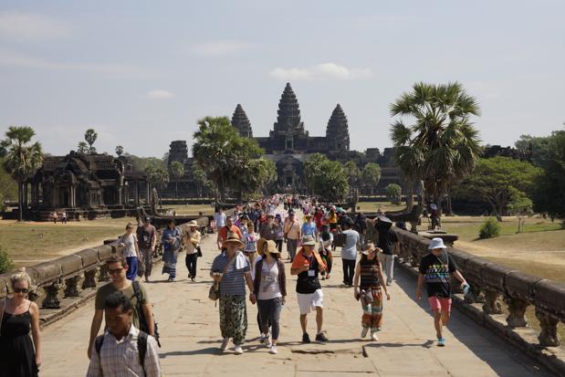 Elefantenhose im Vordergrund, Angkor Wat im Hintergrund.