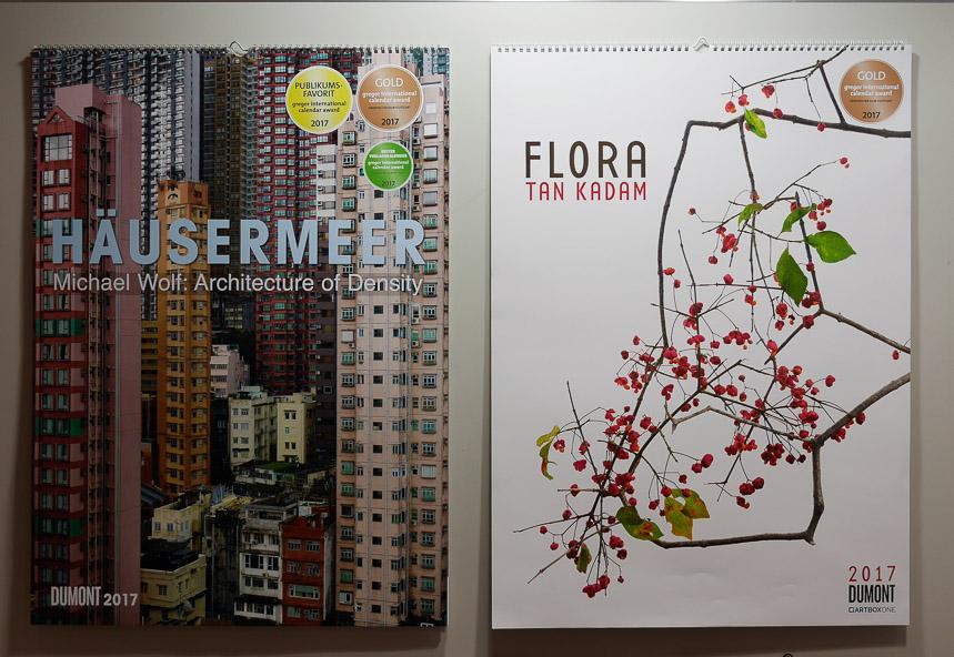 Zwei preisgekrönte Kalender auf der Kalenderausstellung der diesjährigen Buchmesse.