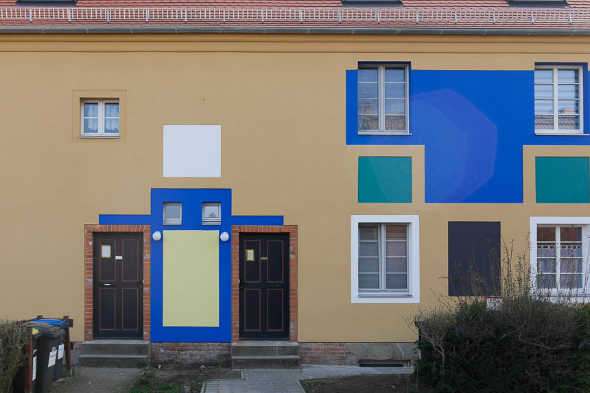 Häuser mit Farbflächen
